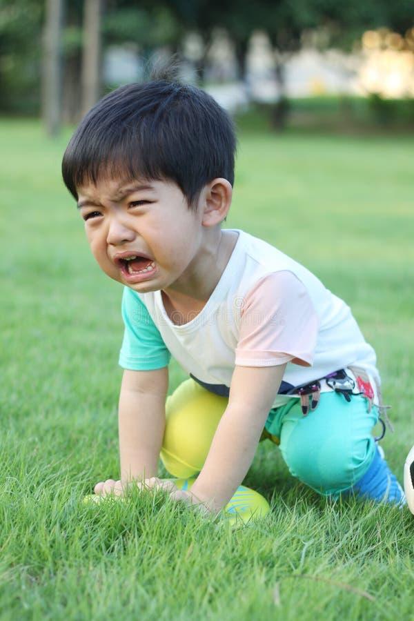 Uma criança de grito fotos de stock royalty free