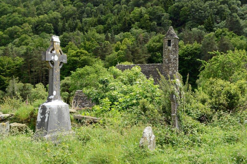 Cruz celta em um cemitério fotos de stock royalty free