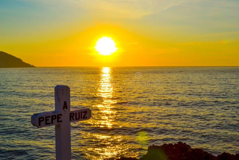 Uma cruz dedicada à morte do marinheiro Pepe Ruiz em Punta Roba imagens de stock royalty free