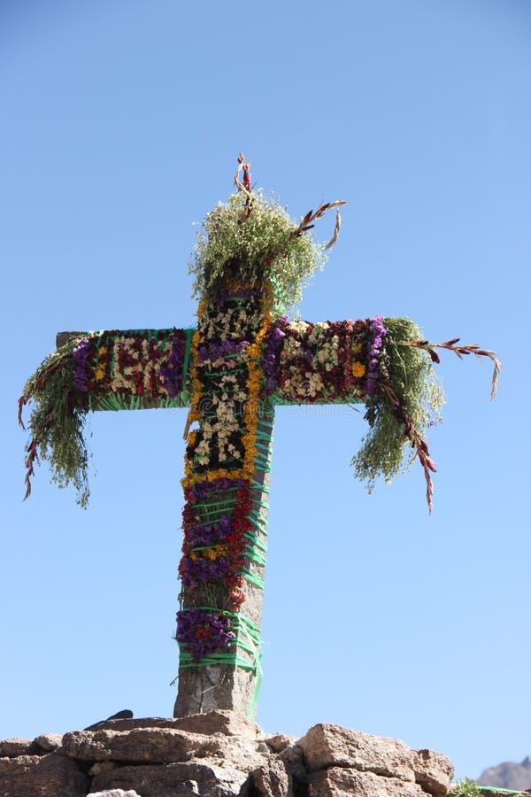 Uma cruz na garganta de Colca foto de stock