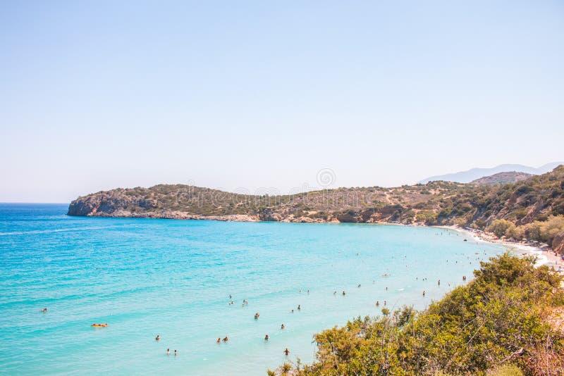 Uma das melhores praias na Creta, Grécia Praia de Voulisma próximo a Agios Nikolaos foto de stock royalty free