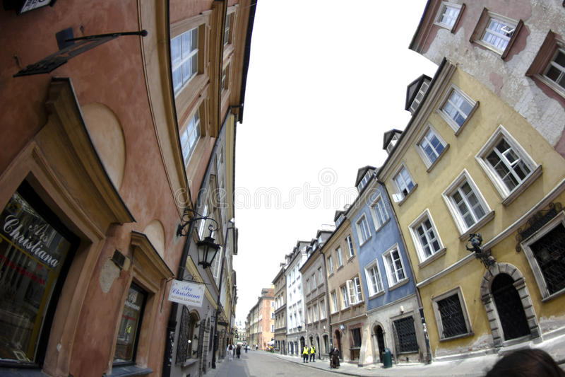 Uma das ruas na cidade velha de Varsóvia. foto de stock
