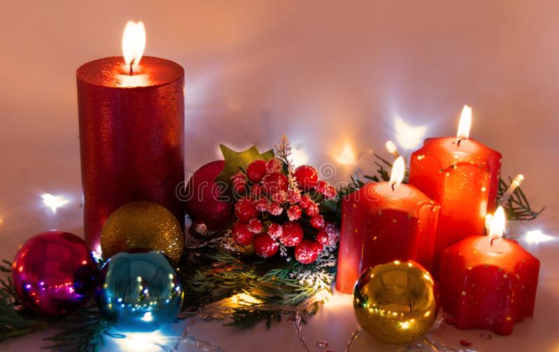 Uma decoração da luz de vela do Natal fotos de stock