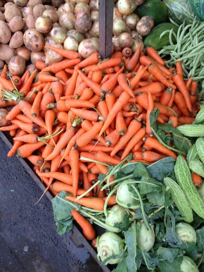 Uma despensa real das vitaminas é escondida na cor alaranjada da cenoura imagens de stock royalty free