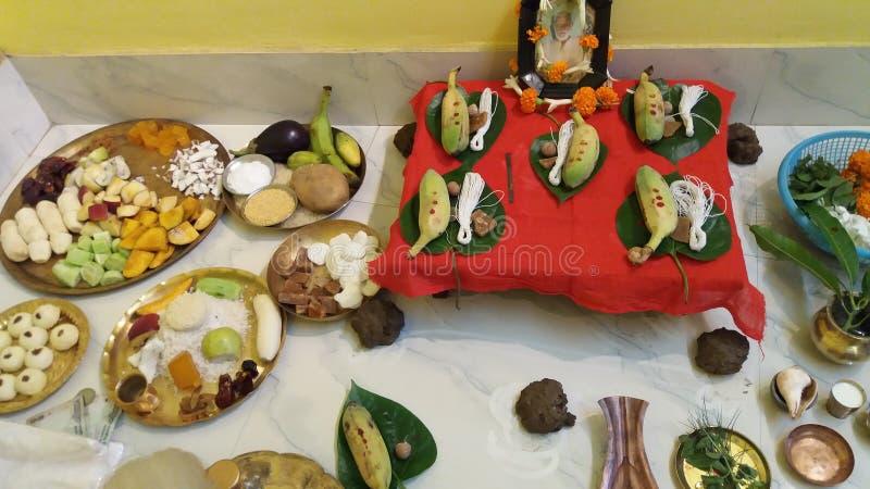 Uma devoção religiosa em cada mês em que a lua visível como completamente da Índia fotografia de stock royalty free