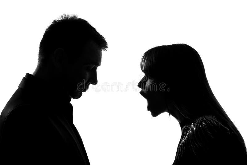 Uma disputa gritando da gritaria do homem e da mulher dos pares foto de stock royalty free