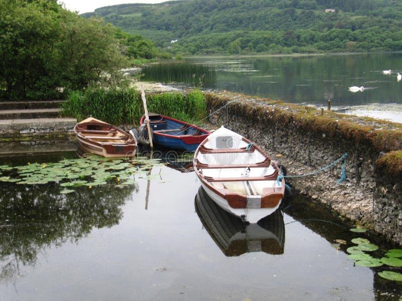 Uma doca pequena no lago imagem de stock