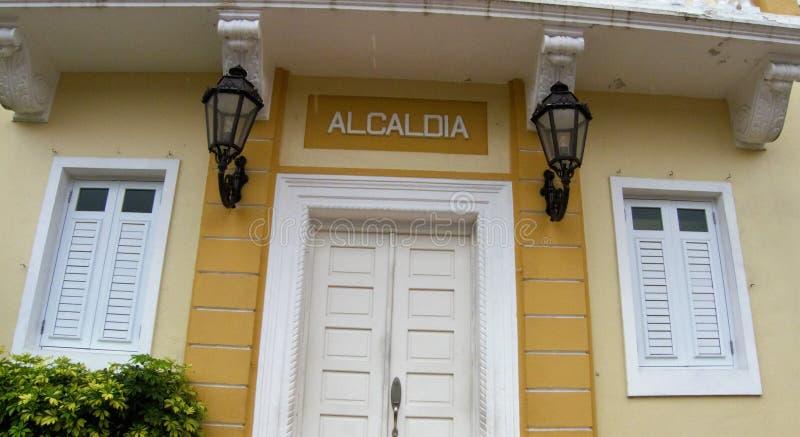 Uma entrada da casa da casa do prefeito em uma cidade em Porto Rico imagem de stock