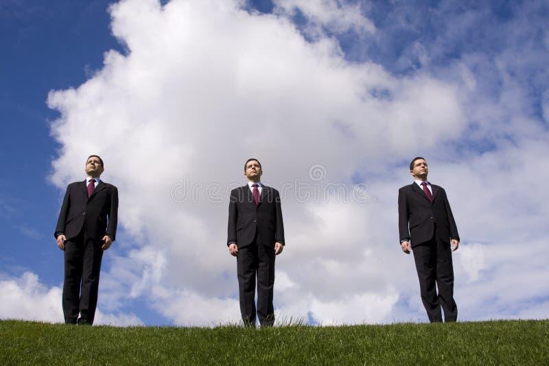 Uma equipe de três homens de negócios foto de stock