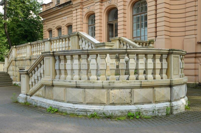 Uma escadaria bonita na entrada foto de stock royalty free