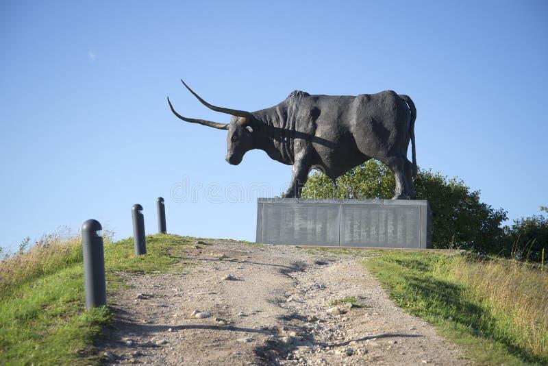 Uma escultura de um touro Tarvas Ideia do perfil, Rakvere, Estônia fotos de stock royalty free