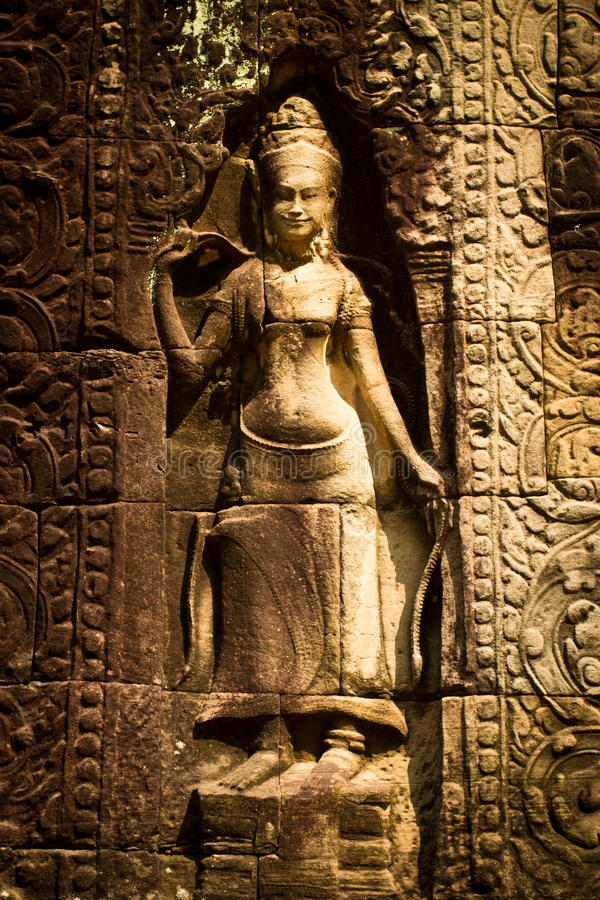 Uma escultura de uma mulher em Angkor Wat, Siem Reap, Camboja imagem de stock royalty free