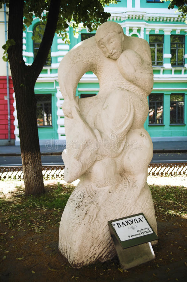 Uma escultura na rua de Gogol em Poltava, Ucrânia imagens de stock royalty free