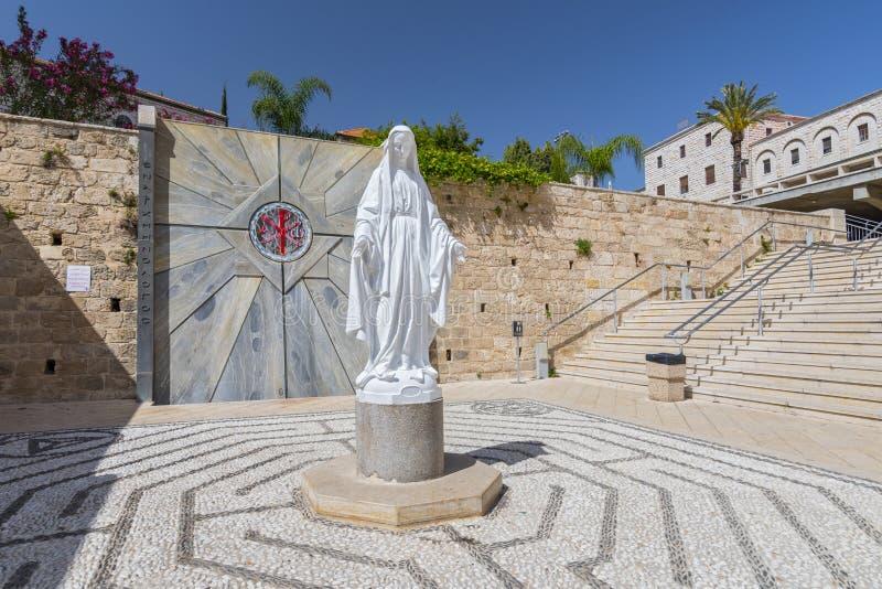 Uma estátua da Virgem Maria, a igreja do aviso, em Nazareth, Israel fotos de stock royalty free