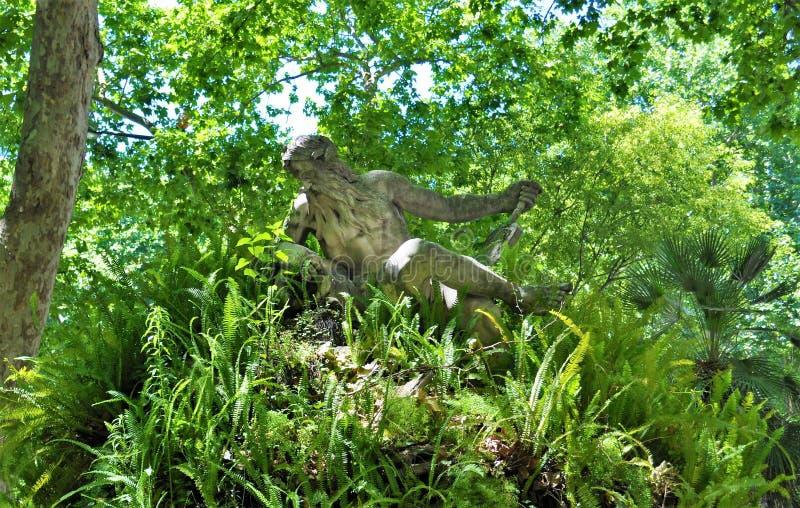 Uma estátua em um jardim, avenida de Liberdade - Lisboa imagem de stock royalty free