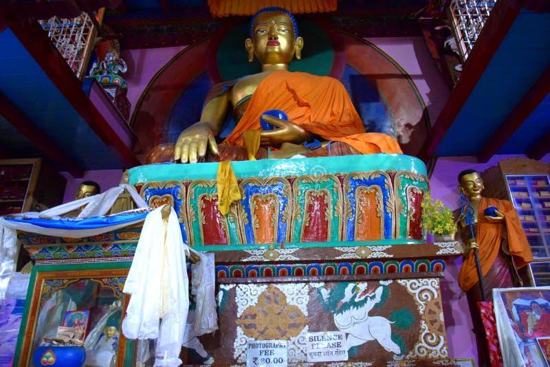 Uma estátua gigante da Buda foto de stock