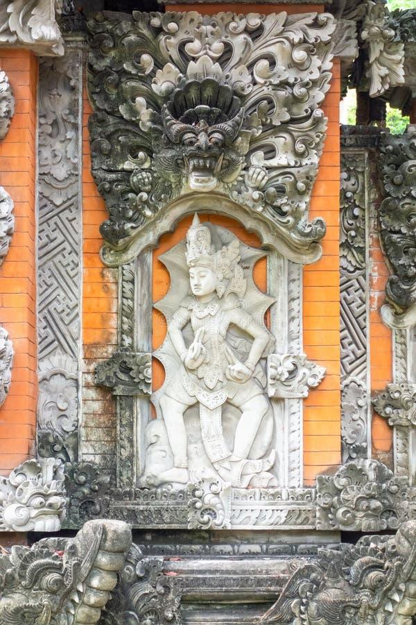 uma estátua hindu em Bali Indonésia imagem de stock