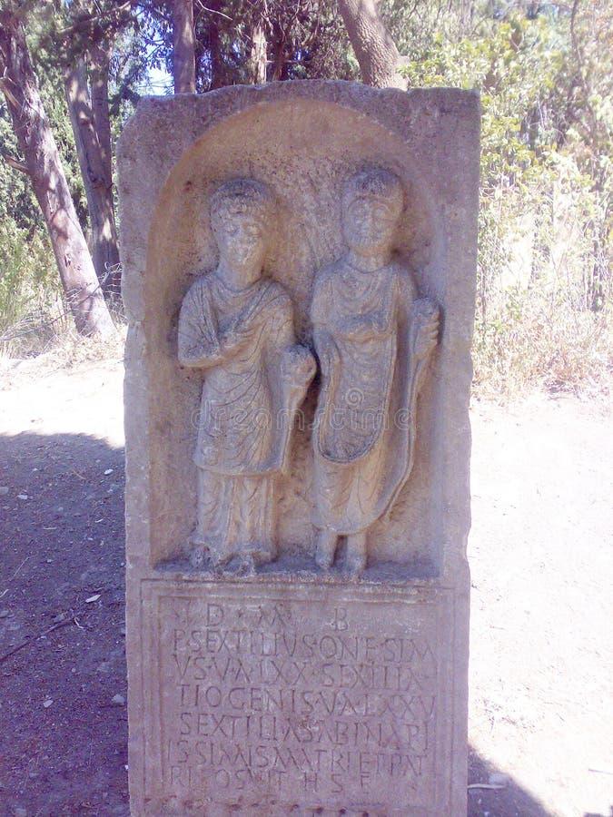 Uma estátua pequena da era romana em Argélia foto de stock royalty free
