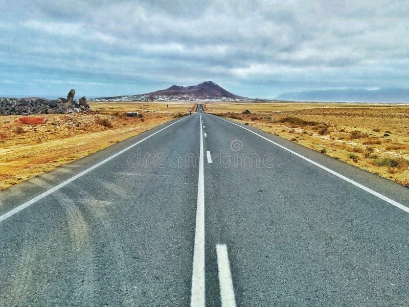 Uma estrada ao vulcão fotos de stock royalty free