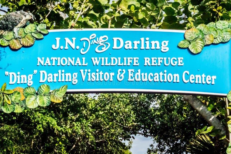Uma estrada da entrada que vai a Ding Darling NWR, Florida imagem de stock