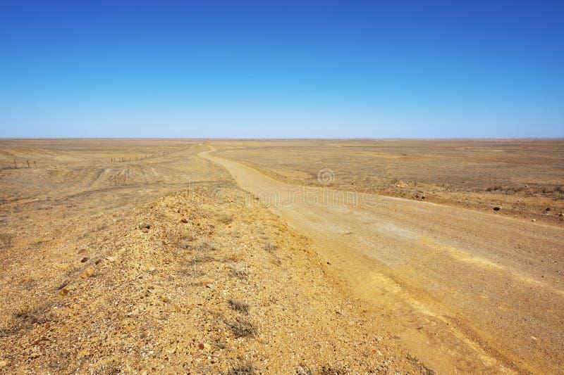 Estrada de terra longa fotos de stock