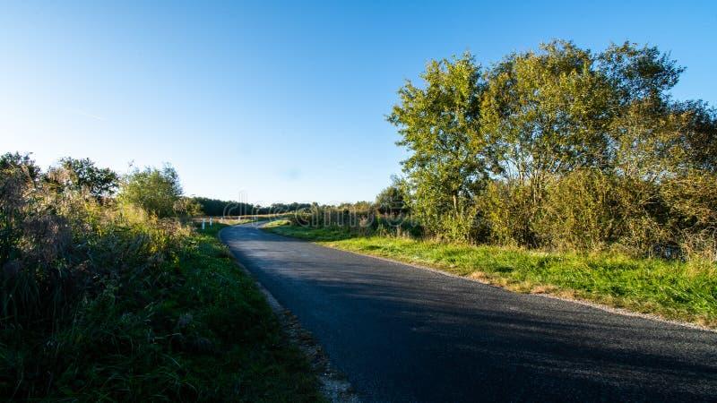 Uma estrada em campanha fotografia de stock