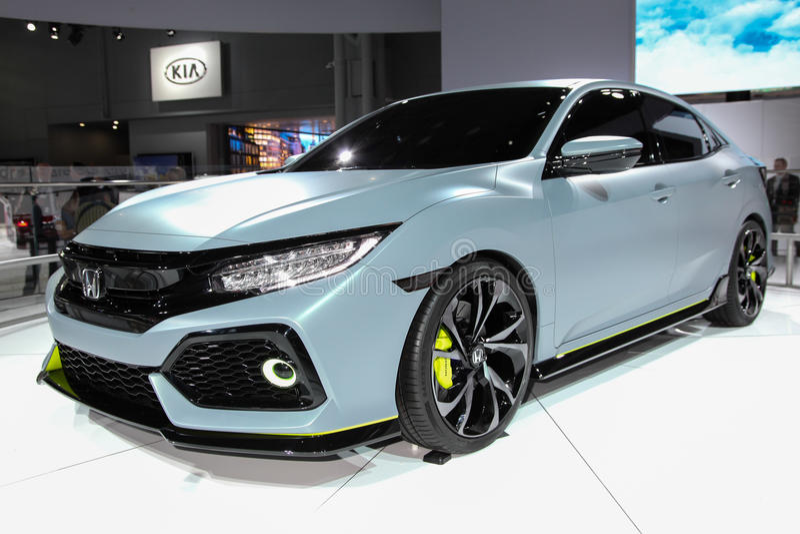 Uma exibição do protótipo do carro com porta traseira de Honda Civic na New York 2016 mim imagens de stock royalty free