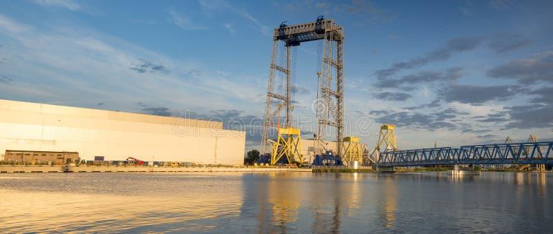 Uma fábrica moderna produzindo componentes para a exploração agrícola de vento em Szczecin, foto de stock royalty free