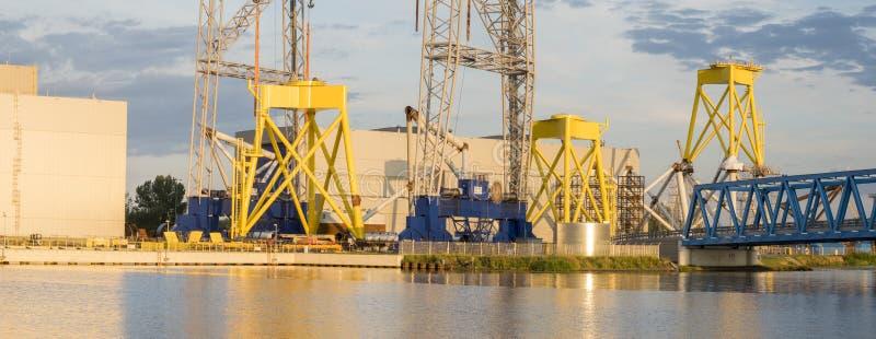 Uma fábrica moderna produzindo componentes para a exploração agrícola de vento em Szczecin, fotografia de stock