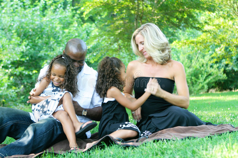 Uma família da raça misturada fotografia de stock royalty free
