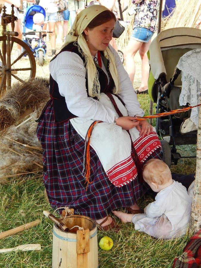 Uma família da vila na feira