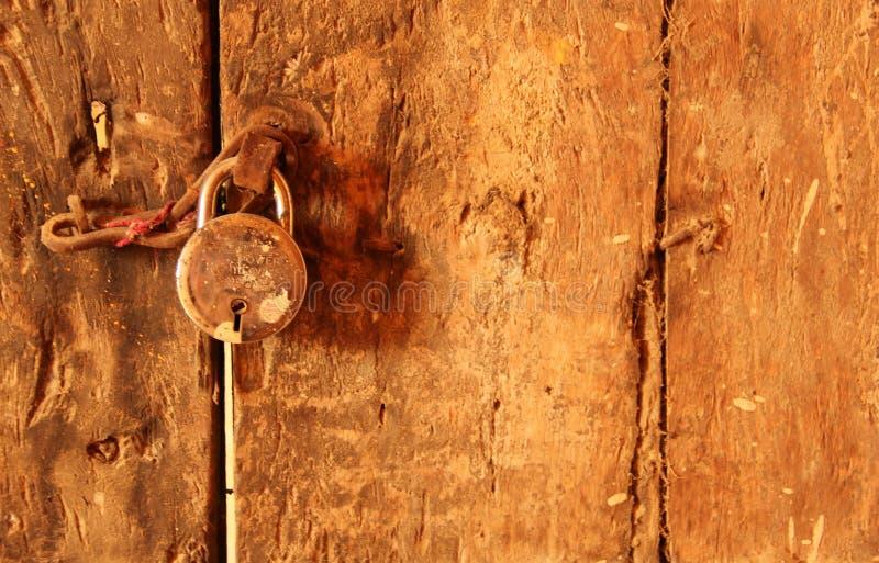 Uma fechadura na porta imagem de stock royalty free
