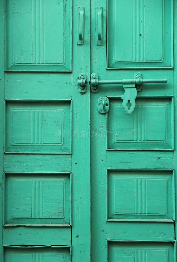 Uma fechadura na porta imagens de stock royalty free