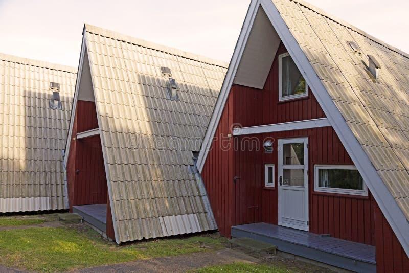 Uma fileira de casas de verão em Lalandia imagens de stock