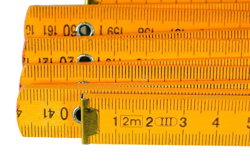 Uma fita métrica amarela fotografia de stock royalty free