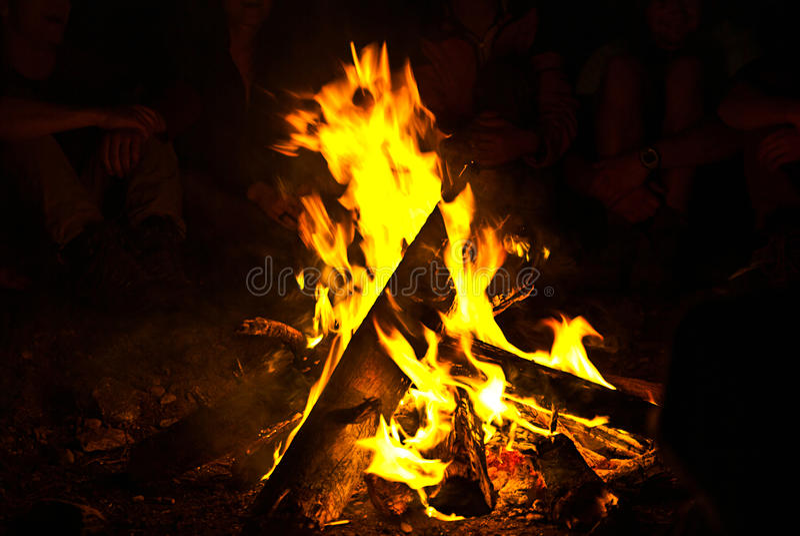 Uma fogueira do beautifull foto de stock royalty free