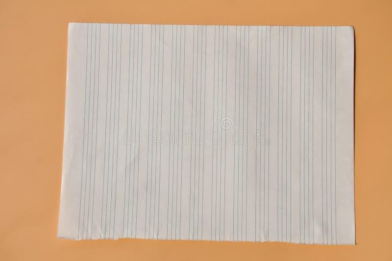 Uma folha do papel alinhado fotografia de stock royalty free