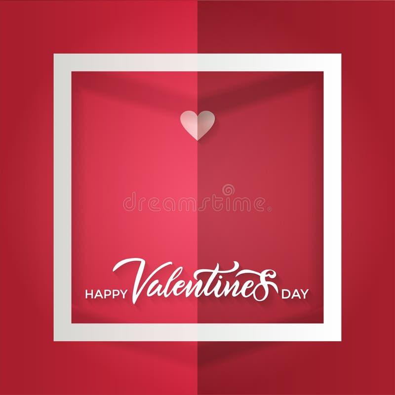 Uma folha vermelha dobrada com um quadro branco e um cora??o de papel pequeno com rotula??o do dia de Valentim feliz da inscri??o ilustração royalty free