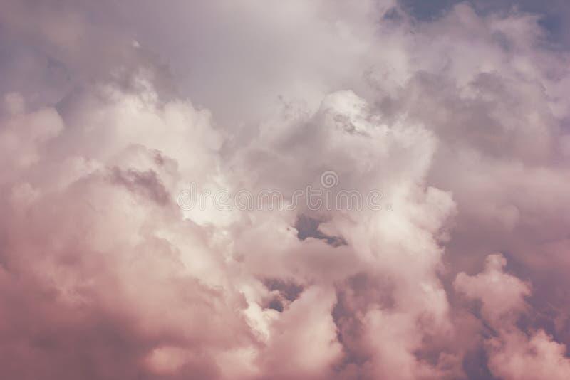 Uma foto de um céu nebuloso, em antecipação a um temporal Tempestade, um temporal fotografia de stock royalty free