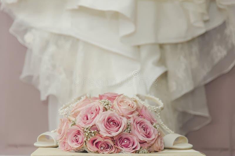 Download Uma Foto Macro Colorida De Um Ramalhete Detalhado Com Rosas Cor-de-rosa, Wh Imagem de Stock - Imagem de casamento, pares: 65575175
