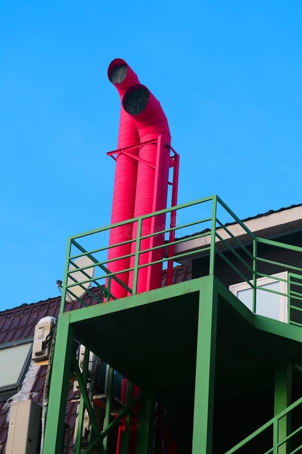 Uma foto macro de duas tubulações vermelhas fotografia de stock