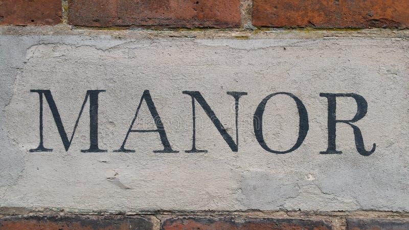 Uma fotografia da palavra da casa senhorial em uma parede de tijolo vermelho foto de stock royalty free