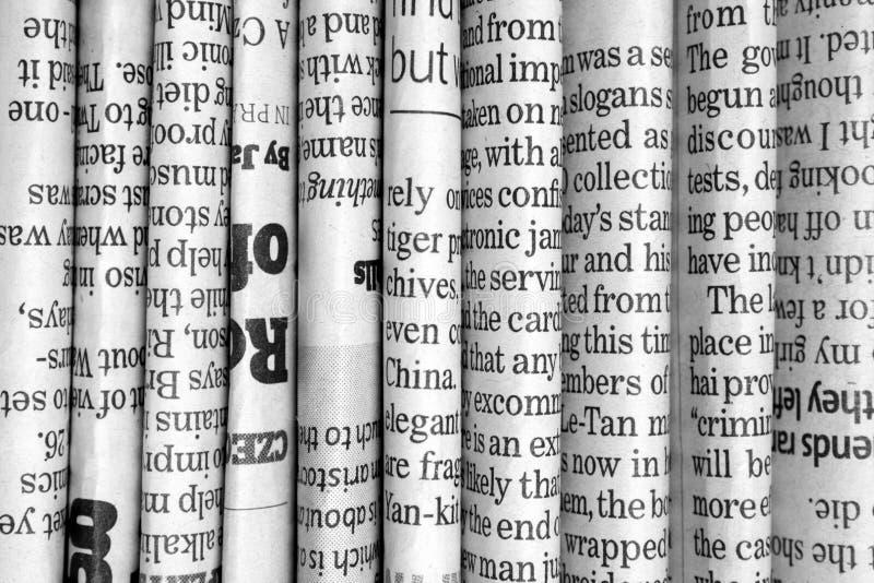 Fileira dos jornais fotografia de stock