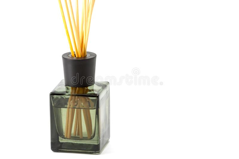 Uma garrafa de varas aromáticas imagens de stock royalty free