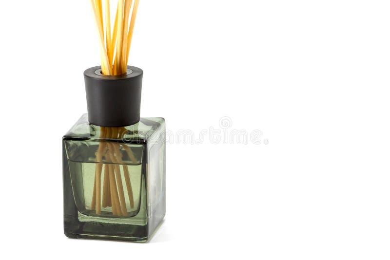 Uma garrafa de varas aromáticas imagem de stock royalty free