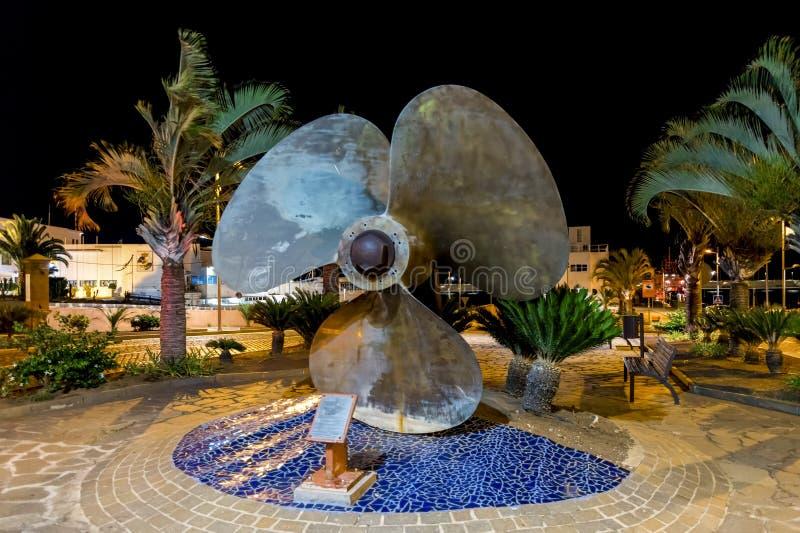 Uma grande hélice cênico de um navio instalado em uma rua perto do porto em Santa Cruz de Tenerife, Ilhas Canárias, Espanha fotos de stock