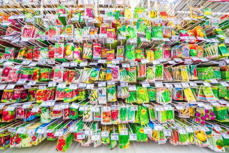 uma grande seleção das sementes para plantar vegetais imagem de stock