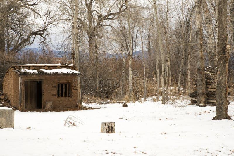 Uma herdade de Adobe do vintage perto de Taos, New mexico fotos de stock royalty free