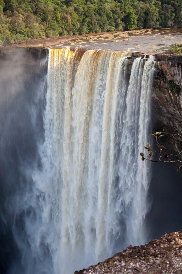 Uma ideia das quedas de Kaieteur, Guiana A cachoeira ? uma das cachoeiras as mais bonitas e as mais majestosas no mundo, foto de stock
