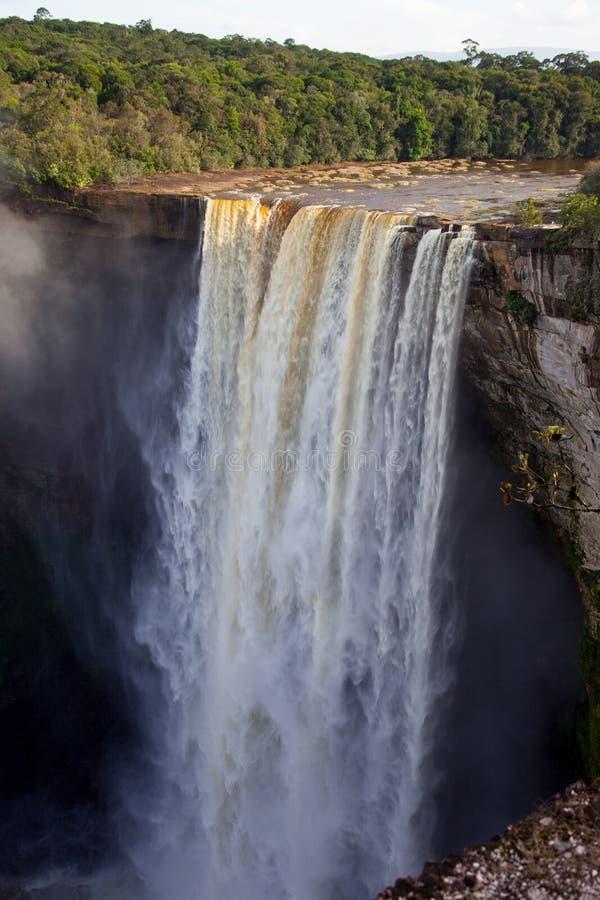 Uma ideia das quedas de Kaieteur, Guiana A cachoeira ? uma das cachoeiras as mais bonitas e as mais majestosas no mundo fotos de stock royalty free